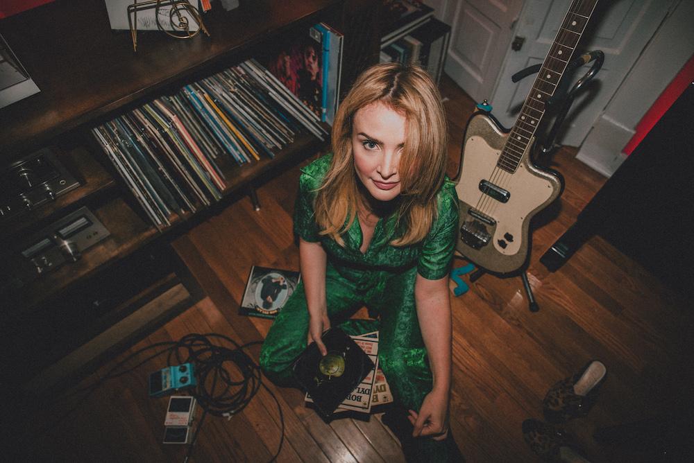 Emma Swift、新作アルバム「Blonde On The Tracks」はBob Dylanのカバーアルバム!