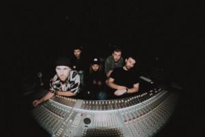 ニュージーランド出身の5人組バンドLEISUREの「Side A」は暖かくなってきた季節にぴったりの1枚!